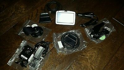 TomTom GO 910 Car GPS Navigator 20GB HD USA & Europe Map LOTS OF ACCESSORIES NEW