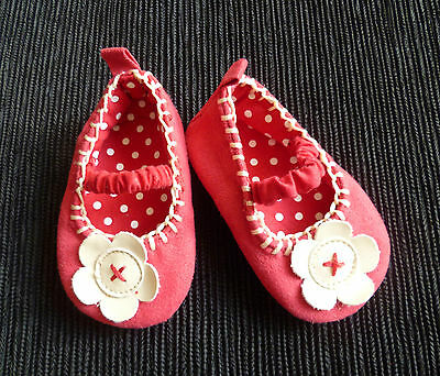 Baby clothes GIRL 3-6m faux suede pink/white flower shoes elasticated strap