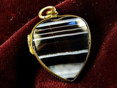 LOVELY ANTIQUE VICTORIAN ENGLISH GILT NATURAL BANDED AGATE HEART LOCKET c1850