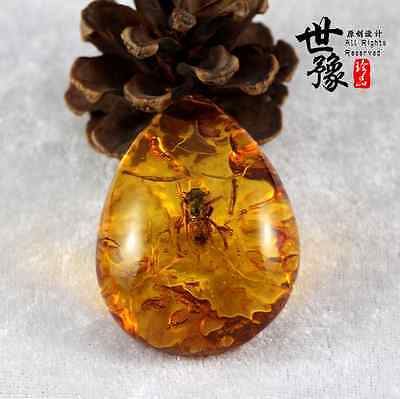 Antique Beautiful Artificial Bee Plant Insect AMBER Stone Pendant Necklace