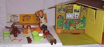 Vintage 1974 Mattel THE SUNSHINE FAMILY HOME DOLL HOUSE Dolls & Accessories