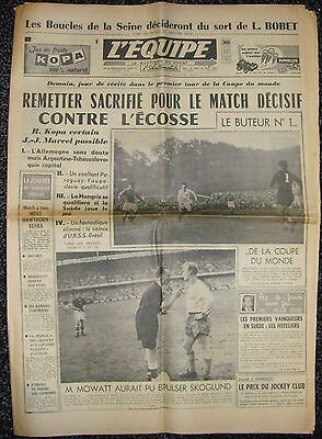 1958 FIFA WORLD CUP FRANCE v SCOTLAND - IN SWEDEN (FRENCH L'EQUIPE ISSUE)