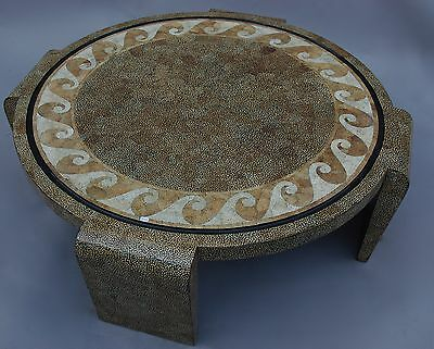 Table basse en coquille d'oeuf