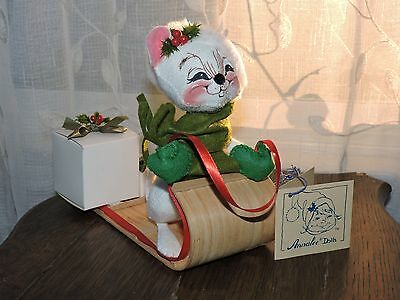 "1993 Annalee Dolls 7"" Santa Mouse on Toboggan Sled w 2 Christmas Presents 772693"