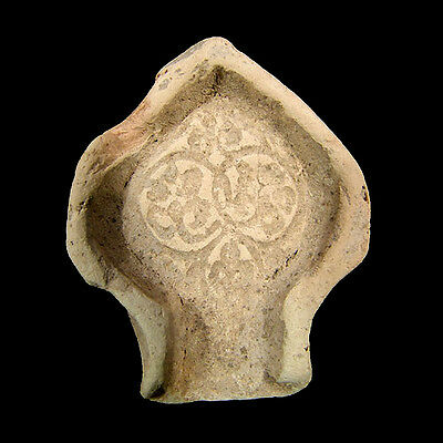 An early Islamic clay mould in the form of a mihrab x3016