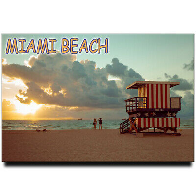 Fridge magnet with view of Miami Beach Lifeguard house