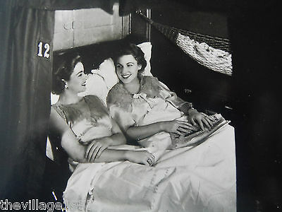 Postcard / 2 Ladies in a  Train Pullman Berth / 1930 / Lesbian Interest
