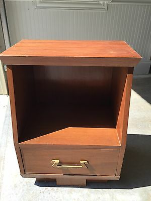 VINTAGE MID CENTURY MODERN WOOD NIGHTSTAND END Tier TABLE Greek Key Handled