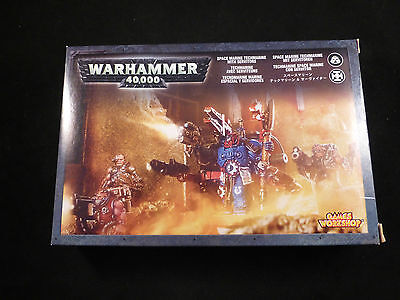 40K Space Marine Techmarine with Servitors Metal Boxed Set