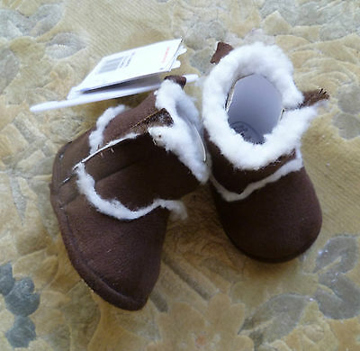 Baby clothes UNISEX BOY GIRL 0-3m NEW! dark brown faux suede/white fleece boots