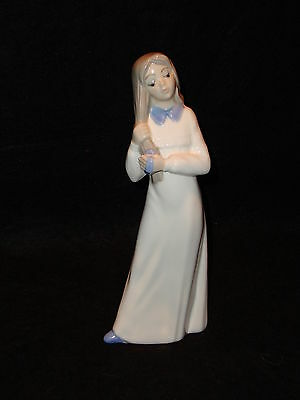 "Tengra Figurine Girl Tending To Her Hair 8 1/2"" Excellent Condition Spain"