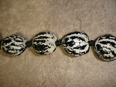 Beautiful Hawaiian Natural Black/White Kukui Nut Lei