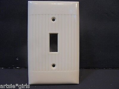 Vtg Sierra Bakelite Single Switch Plate Ribbed Sides Smooth Top and Bottom
