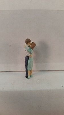 Arttista S Scale Figure 734 - Kissing Couple - People - Model Trains - New