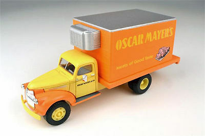 CMW (HO-Scale) #30350 * Oscar Mayer Meats * 1941/46 Chevy Delivery Truck