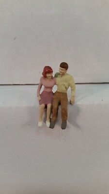Arttista S Scale Figure 793 - Couple Sitting Together - People - Model Trains