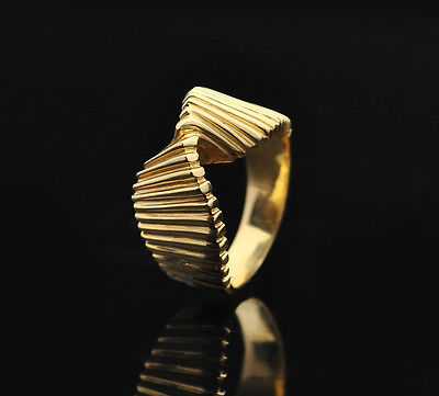 Gorgeous 14k Solid Yellow Gold Abstract Geometric Ribbon Ring - size 6