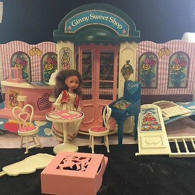 VOGUE DOLLS WORLD OF GINNY SWEET SHOP With Doll