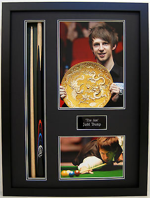 Judd Trump AUTHENTIC SIGNED & FRAMED Snooker Cue + Photo Display