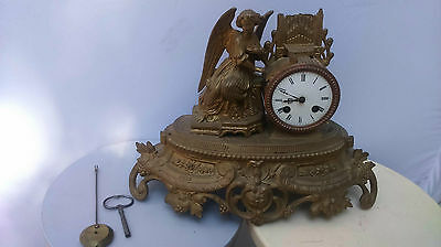 old clock. Ancienne horloge