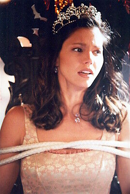 1997's BUFFY: THE VAMPIRE SLAYER crowned Cordelia tied up color 7x10 scene