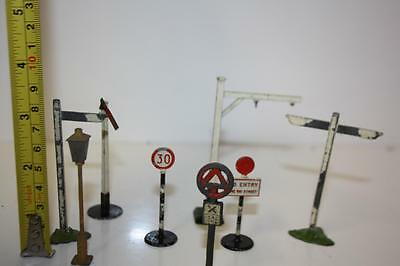 station  accessories signs and bites  please see photos mo203
