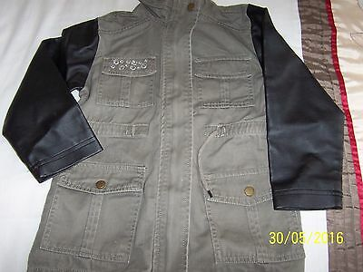 Girls jacket in khaki green with leatherette sleeves, flap pockets age 6-7