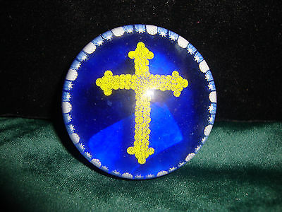 Exquisite PERTHSHIRE Glass Paperweight Blue White YELLOW CROSS Millefiori Crieff