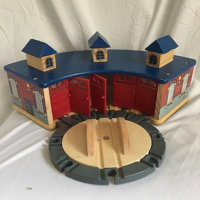 Brio Train Roundhouse And Turntable