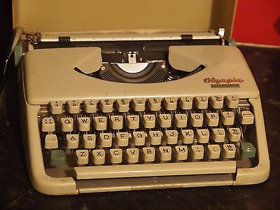 Vintage fully working light weight Olympia Splendid 33 Typewriter &  case
