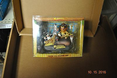 Madagascar The Gang Figurine with  Collecter card NIB