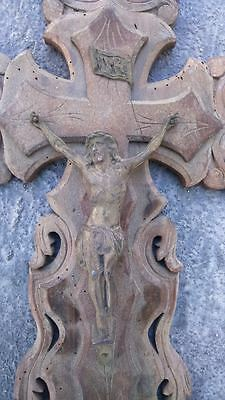 Old cross . Ancienne croix