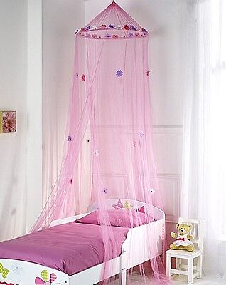 Bed Canopy With Georgeous Flowers