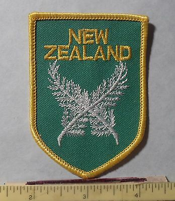 PATCH ~ NEW ZEALAND ~ Crossed Laurel Leaves