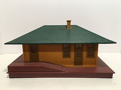 Lionel 6-12812 illuminated Freight Station O Scale