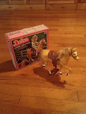 Dallas: BARBIE® doll's horse