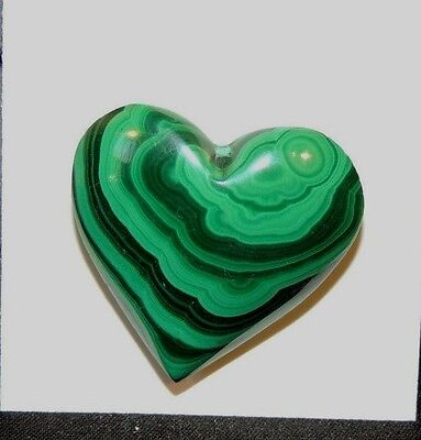 Malachite Heart 27x27mm with 10mm thick drilled hole in top (8215)