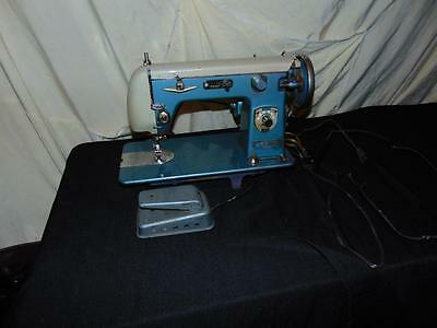 Vintage Signature Montgomery Ward Sewing Machine URR-289A all metal light blue