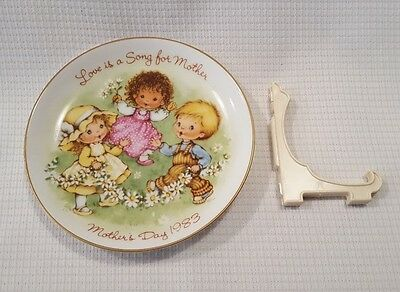 1983 Avon Mother's Day Plate Love Is A Song For Mother NOS New In Box