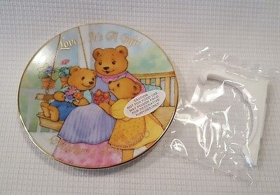 1996 Avon Mother's Day Plate Love ... It's A Gift NOS New In Box