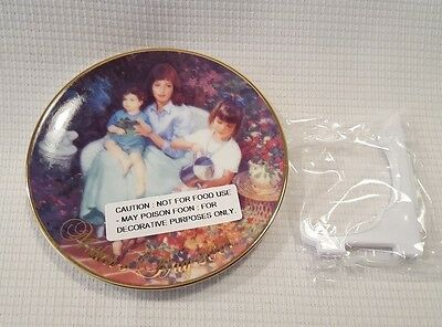 2001 Avon Mother's Day Plate Blossoms of Love NOS New In Box