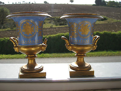 Vases Médicis Porcelaine de Paris Epoque Restauration