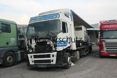 Truck Photo - Lkw Foto Volvo FH12 Polictrans Bosnien Wrack  /304