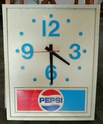 Vintage 1980s PEPSI Electric Wall Clock,  Missing plastic cover Great condition