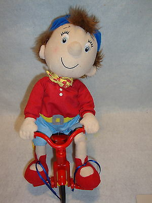 NODDY RIDES HIS BICYCLE Bike Battery Operated Toy Plays Here Comes Noddy Song