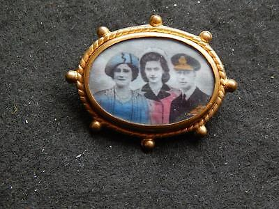 Sourvenir - Royal Family Brooch / Badge