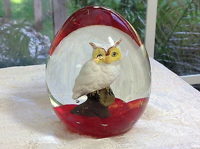 Large 1976 Maude and Bob St. Clair SULPHIDE OWL Paperweigt on Red Base