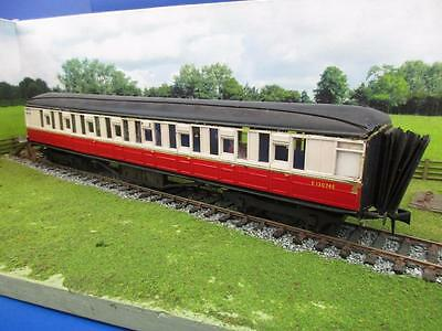7mm FINESCALE O GAUGE KIT BUILT PAIR OF RED/WHITE GRESLEY COACHES