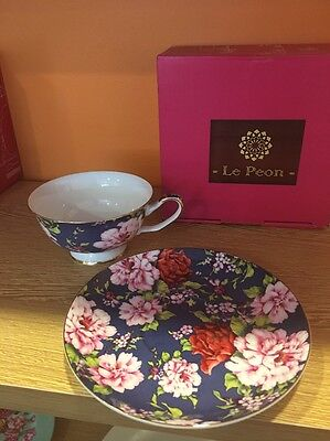 English Royal Tea Cup And Saucer Set/ Rose In Dark Pattern