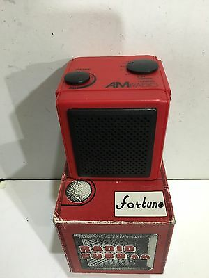VINTAGE NOVELTY CUBE  RADIO AM(MW)- BAND FROM THE 1970s-1980s WITH BOX